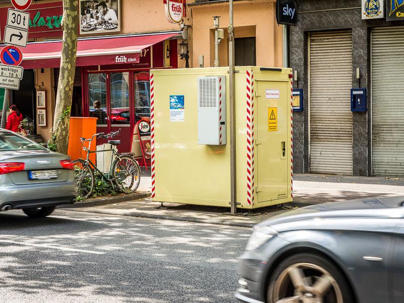 Messstation für Luftschadstoffe durch den Straßenverkehr.  Clevischer Ring, Köln-Mülheim Foto: Gregor Theis