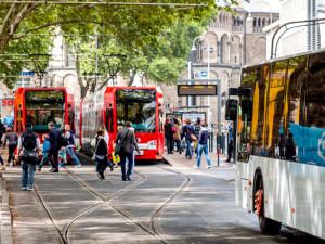 Der ÖPNV hat großes Potential, ist in der Innenstadt aber am Rande der Leistungsfähigkeit. KVB-Haltestelle Neumarkt. Foto: Robert Dragon