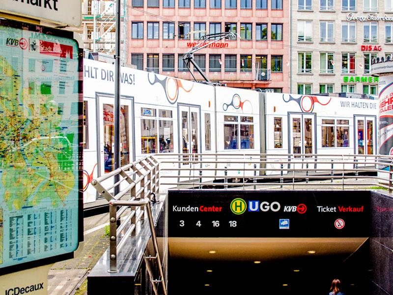 An der Haltestelle Neumarkt treffen 7 Stadtbahnlinien und zwei Buslinien aufeinander. Foto: Robert Dragon