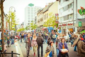 Besucher am Tag des guten Lebens auf der Venloer Straße. Foto: Marén Wirths Download: 1,7 MB