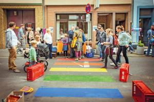 Regenbogen-Zebrastreifen in der Körnerstraße am Tag des guten Lebens. Foto: Marén Wirths Download: 2,1 MB